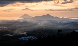Заход солнца в городе Manado, северном Сулавеси стоковые изображения rf
