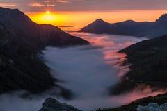 Заход солнца в долине Saliencia, Астурия лета Стоковое фото RF