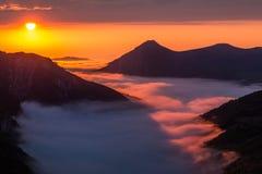 Заход солнца в долине Saliencia, Астурия лета Стоковые Изображения RF