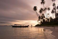 Заход солнца в крае острова стоковые фотографии rf