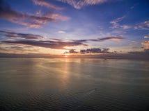 Заход солнца в Маниле, Филиппинах Bay City, зона Pasay стоковое изображение