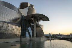 Заход солнца в музее Guggenheim Бильбао Стоковое Изображение RF