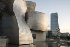 Заход солнца в музее Guggenheim Бильбао Стоковая Фотография RF