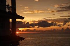 Заход солнца в небе и облаках Доминиканской Республики sosua драматических стоковое изображение rf