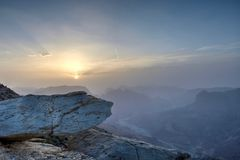 Заход солнца в оманских горах Стоковые Изображения RF