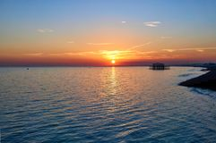 Заход солнца в пляже Брайтона стоковая фотография rf