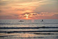 Заход солнца в пляже, Таиланд стоковые фотографии rf