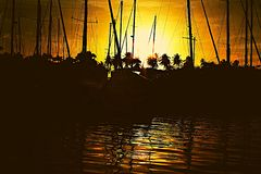 Заход солнца в порте стоковые изображения rf