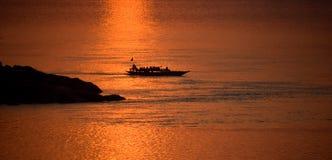 Заход солнца в Реке Brahmaputra стоковые изображения