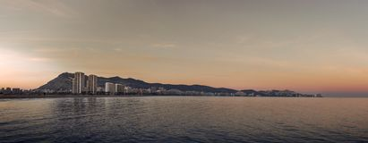 Заход солнца в среднеземноморском городском пейзаже стоковые изображения