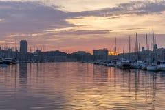 Заход солнца в старом порте, главным образом популярное место в марселе стоковое фото