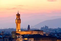 Заход солнца в Флоренсе с целью Palazzo Vecchio стоковые изображения