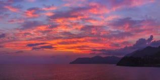Заход солнца в Cinque Terre - Италии Стоковые Фотографии RF