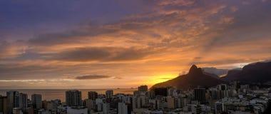 Заход солнца в Ipanema, Рио Де Жанеиро. Стоковое Изображение
