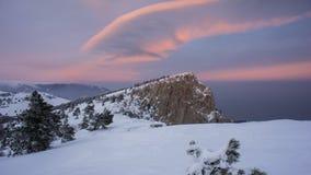Заход солнца в WinterIn горы зима захода солнца гор s вечера ural снежок Небо Горы Зима Стоковые Изображения