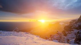Заход солнца в WinterIn горы зима захода солнца гор s вечера ural снежок Стоковое Изображение