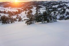 Заход солнца в WinterIn горы зима захода солнца гор s вечера ural снежок Стоковое Изображение RF