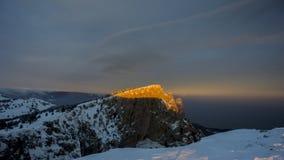 Заход солнца в WinterIn горы зима захода солнца гор s вечера ural снежок Стоковое фото RF
