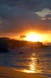 заход солнца Гавайских островов honolulu пляжа Стоковые Фото
