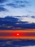 заход солнца голубого красного цвета Стоковое фото RF