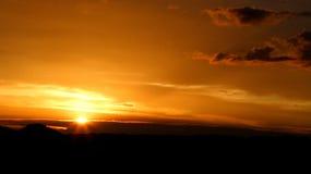 заход солнца гор предпосылок Стоковое Изображение RF