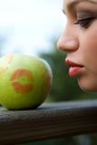 заход солнца девушки яблока Стоковое фото RF
