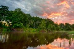 Заход солнца длинный банки Амазонкы Данники траверзы Амазонки страны Гайаны, эквадора, Перу, Бразилии, стоковые изображения