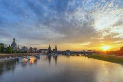 Заход солнца Дрездена Германии на Эльбе стоковое изображение