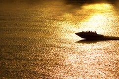 заход солнца езды шлюпки Стоковое Фото