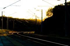 заход солнца железнодорожного вокзала железной дороги kyiv отслеживает Украину Стоковое Изображение RF