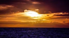 Заход солнца золота над каналом кашевара Стоковые Изображения RF