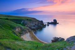 заход солнца изумительной береговой линии утесистый стоковая фотография rf