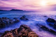 Заход солнца или восход солнца моря в сумерк с красочным неба облака Стоковые Фото