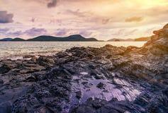 Заход солнца или восход солнца моря в сумерк с небом и облаком Стоковая Фотография