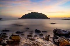 Заход солнца или восход солнца моря в сумерк с небом и облаком Стоковая Фотография RF