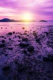Заход солнца или восход солнца моря в сумерк с небом и облаком Стоковое Фото