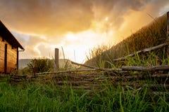 Заход солнца и восход солнца в лугах стоковые фотографии rf