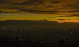 Заход солнца и citylight на Бандунге стоковое фото rf