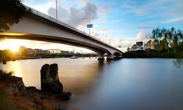 заход солнца кашевара города капитана brisbane моста Стоковая Фотография RF