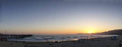 Заход солнца лета на пляже Pismo, Калифорнии стоковое изображение
