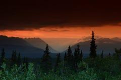 заход солнца луча горизонтальный Стоковые Изображения