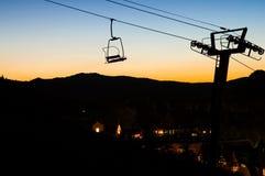 заход солнца лыжи chairlift Стоковые Изображения RF