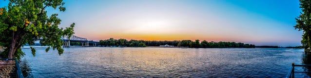 Заход солнца Миссиссипи на Ла Crosse Висконсине Стоковые Изображения RF