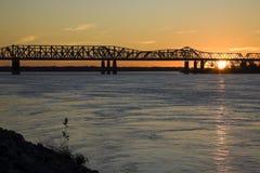 заход солнца Миссиссипи стоковое изображение