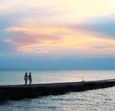 заход солнца моря любовников Стоковая Фотография RF