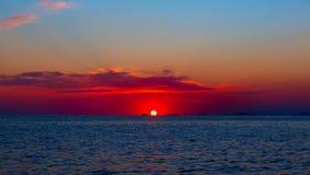 Заход солнца моря над морем Японии Небо захода солнца стоковые изображения rf