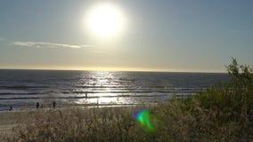 Заход солнца над Балтийским морем в Palanga 4K Palanga, Литва Побережье Sandy Балтийского моря акции видеоматериалы