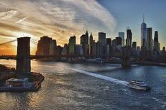 Заход солнца над Бруклинским мостом - изображение HDR Стоковые Фотографии RF