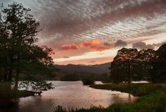 Заход солнца над водой Rydal в заречье озера стоковая фотография rf