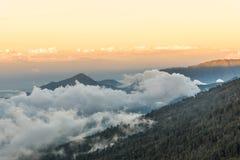 Заход солнца над горой и облаком на держателе Rinjani, Lombok Isl Стоковые Изображения RF